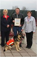 Rose with Dr. Kersting (l) and her owners Philip and Karen Hermanson